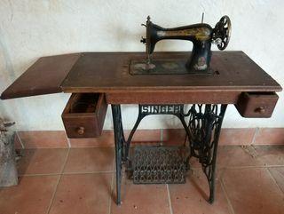 Maquina de Coser Singer + mesa de madera Singer