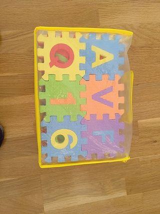 Puzzle de letras y números de gomaespuma