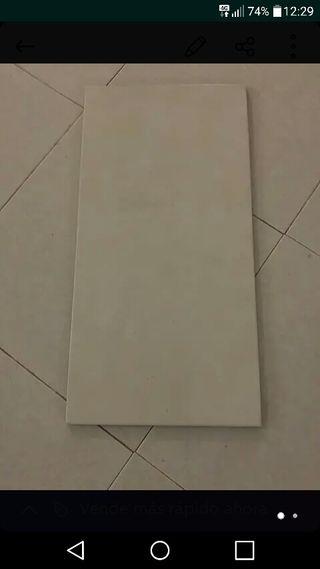 8.3 m2 baldosas blancas de pared