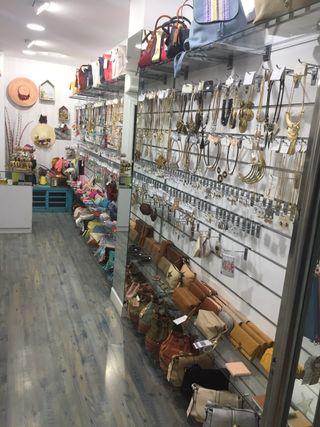 Lote tienda, bisuteria , relojes, cinturones....