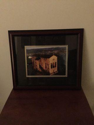 Fotografía con marco de madera y cristal