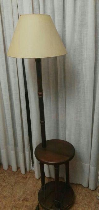 mesita con lampara