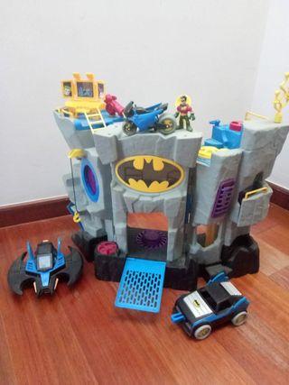 castillo de batman, coche, moto, nave