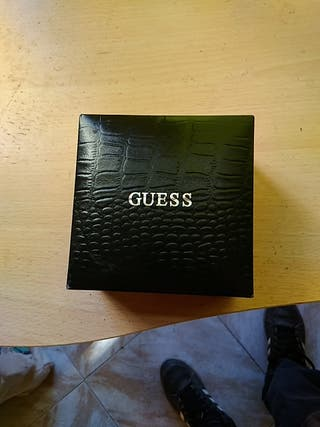 caja reloj Guess
