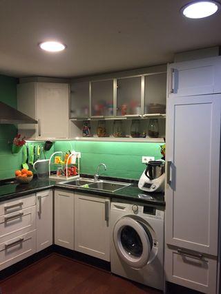 Muebles de cocina y encimera de mármol