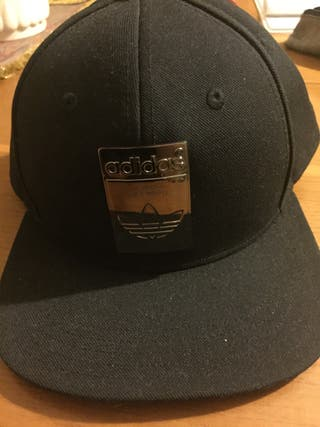 Gorra Adidas negra, nueva