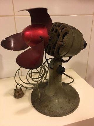 Ventilador de hierro Reglovel antiguo