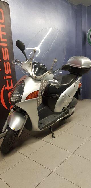 HONDA @ 125 scooter.