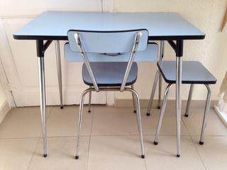 Mesa de cocina de fórmica + silla y taburete