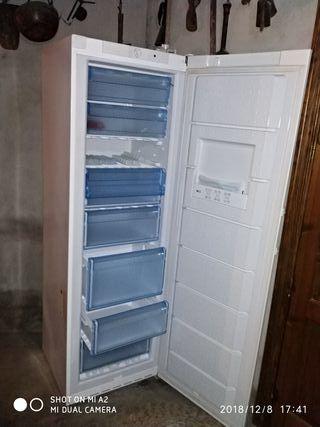 congelador vertical Balay