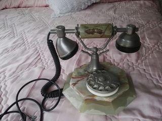 Teléfono de alabastro antiguo funcionando