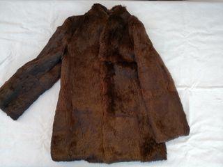 Chaquetón de piel marrón. talla 38/40