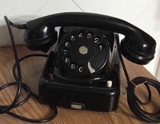 Antiguo teléfono baquelita, centralita, austríaco.