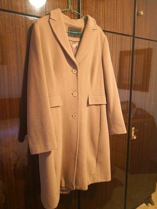 Abrigo beige de lana pura