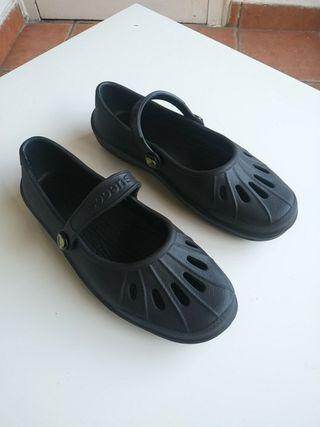 zapatos chica suecos tipo crocks