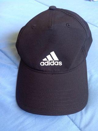 Gorra Adidas negra de segunda mano en WALLAPOP 7a01e3a89cf