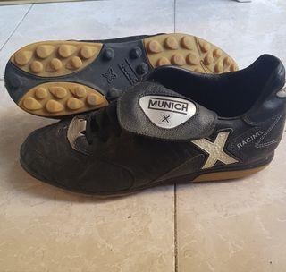 Botas de futbol.