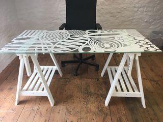 Mesa despacho ikea de segunda mano en madrid en wallapop - Mesas estudio cristal ...