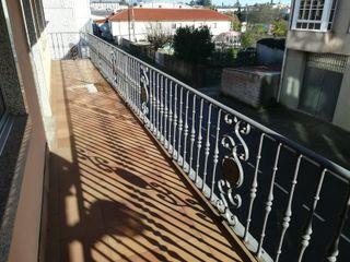Reja balcón de hierro fundido.