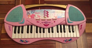 Piano barbie