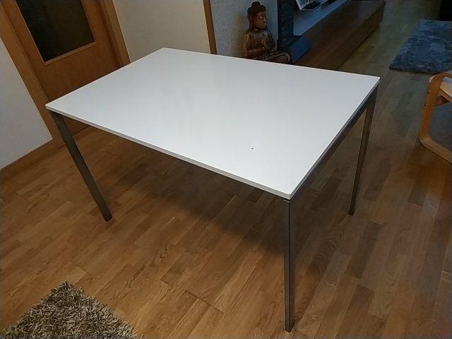 Mesa de cocina Ikea de segunda mano por 25 € en Pamplona en WALLAPOP