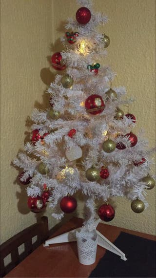 Árbol de navidad y bolas