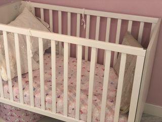 Cuna de bebé y colchon