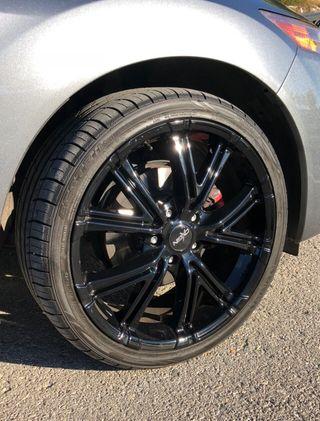 """Llantas + neumáticos 19"""" nuevos."""