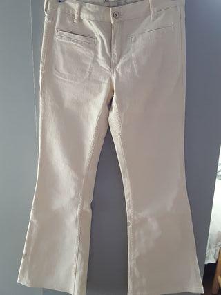 Pantalón Zara. 10 €. Pantalón Zara. Pantalón acampanado algodón crudo talla  38 2924d2d5942
