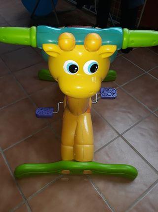 jirafa aprende y pedalea