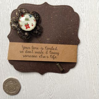 hand_crafted brooches