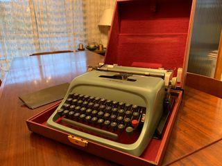 Máquina de escribir Olivetti con maletín