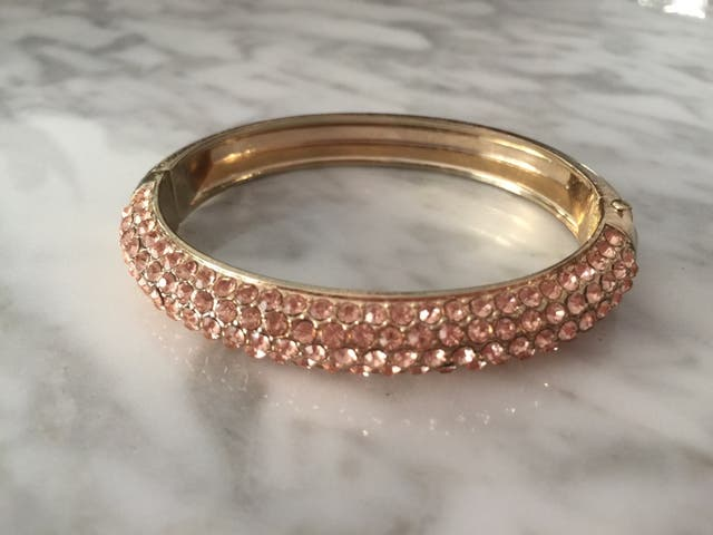52541c3b1c4a Pulsera brazalete bisuteria oro rosa de segunda mano por 5 € en ...