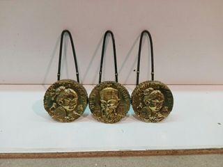 perchas adornos de bronce