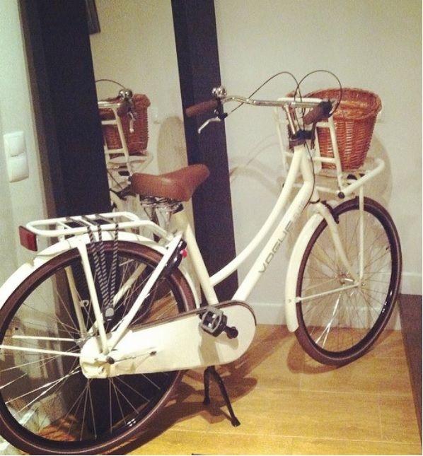 Bicicleta clásica holandesa Vogue Elite crema
