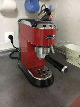 Cafetera delonghi dedica