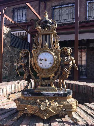 Reloj antiguo de mármol y bronce