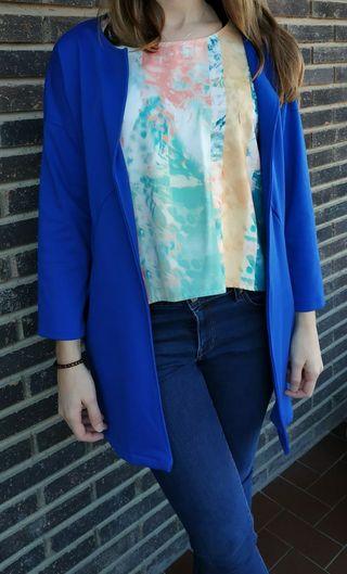 Chaqueta levita azul intenso
