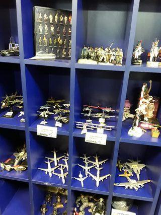 colección, aviones y soldados plomo