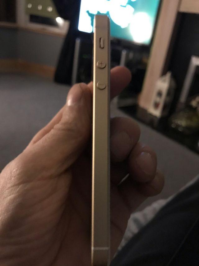 iPhone se 16 gig