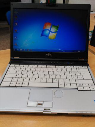 Portátil Fujitsu Core i3 4Gb disco 320Gb Windows 7