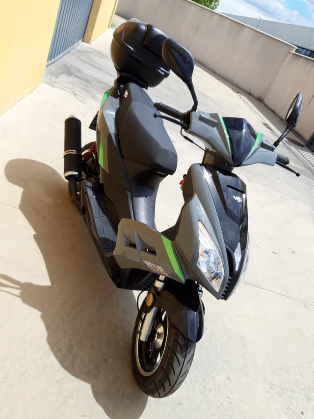 scooter 125 sin usar , fiabilidad total marca wys
