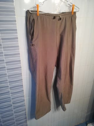 pantalón de treaking marca astore talla xl