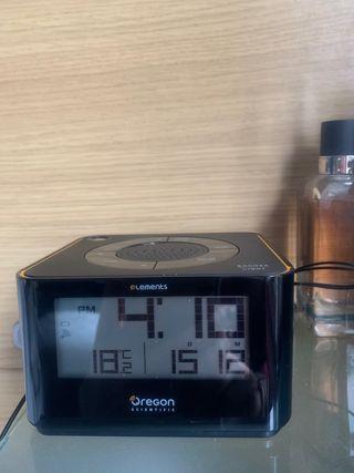 Radio despertador con proyector hora