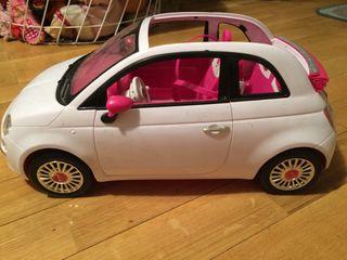 Coche Fiat de Barbie en muy buen estado