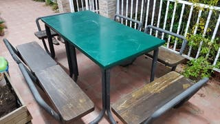 Mesa con asientos tipo ajedrez de dos cuerpos sold