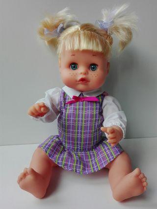 Preciosa Muñeca Nenuco Happy School Famosa (30cm)