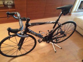 Bicicleta de carretera marca CERVÉLO de alta gama