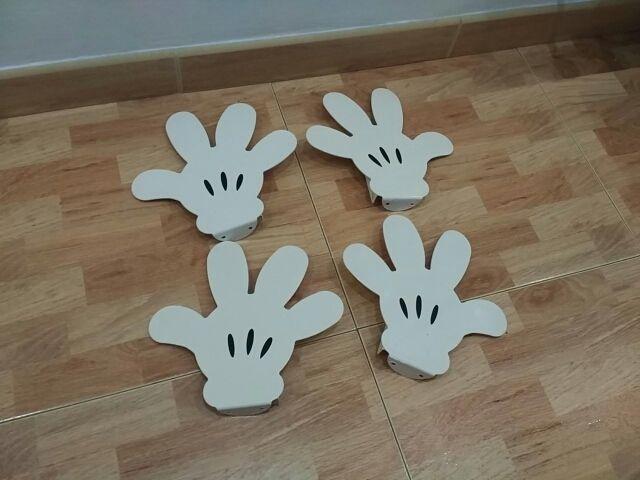Manos de Miki Mouse.