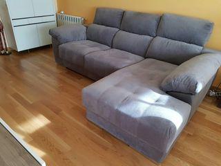 Sofa. 1 año. Casi sin usar